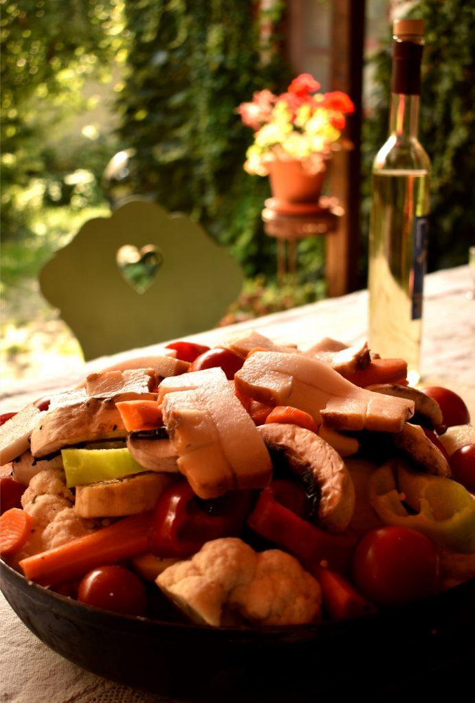 UFO-Kochgeschirr - Die Backscheibe hat mehr Verwendungsmöglichkeiten als endlose Qualitätshaufen, möglicherweise einmal unbenutzte Töpfe und Pfannen in Ihrer Küche.